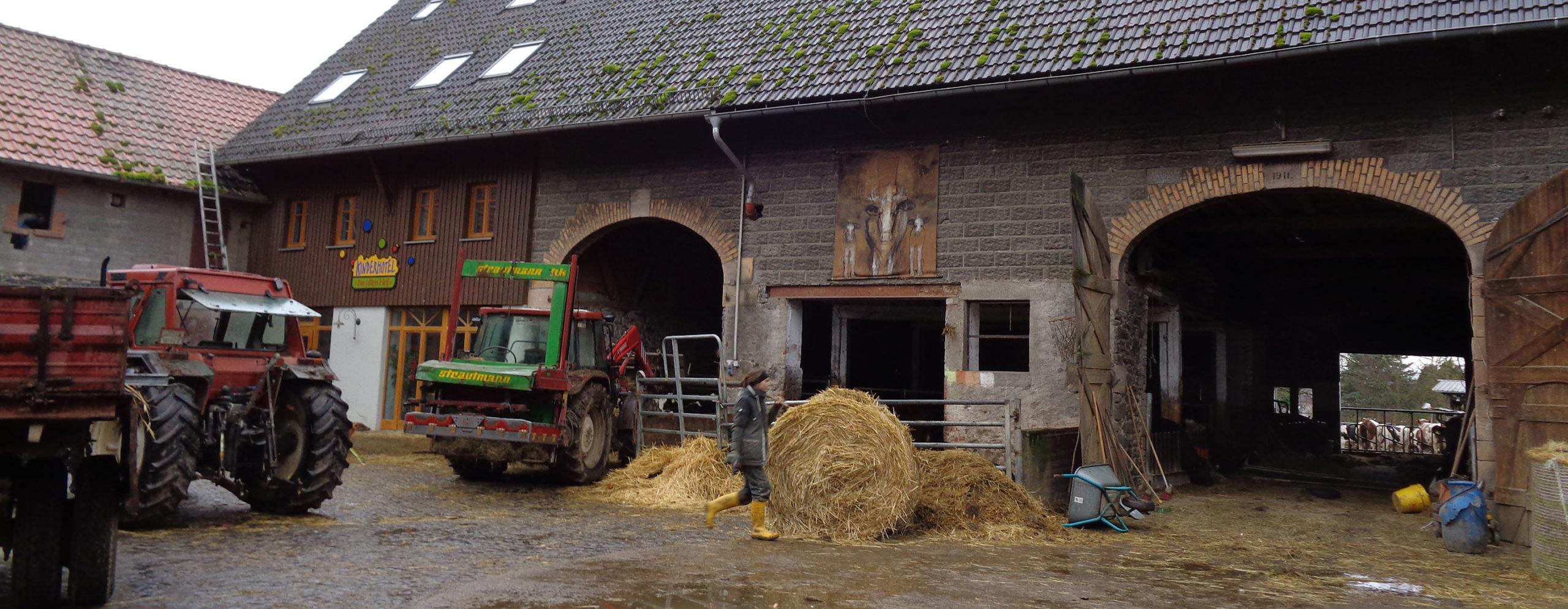Traktoren im Hof